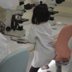キッザニア甲子園 科学研究所 ヤクルト 顕微鏡